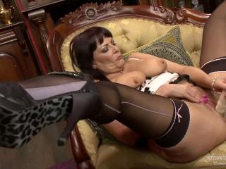 A milf dildo in her living room...