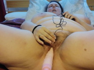 Fucking my sex machine and vibrating egg to quick orgasm
