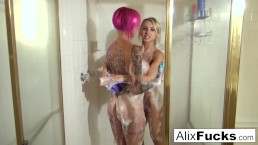 Two hotties take a sexy shower