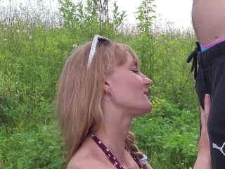 Risky Outdoor blowjob in the park. Amateur couple having fun on a picnic