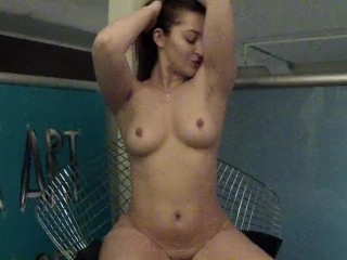 Famous queen licking her armpits with prettyfmhairy p...