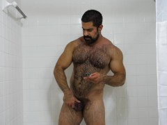 Hairy MUSCLE DADDY Hugo is an EXHIBITIONIST with a Big HARD DICK Cumshot