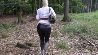 Screen Capture of Video Titled: Anal Plug im prallen Leggings Arsch  Vom Spaziergänger vollgespritzt