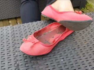 A day with my smelly pink flats and...