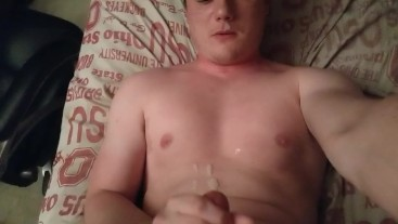 Shooting CUM loads over my face and TASTING it! (Huge mess)