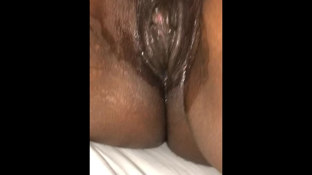 Eat pussy like my wings extra wet 14