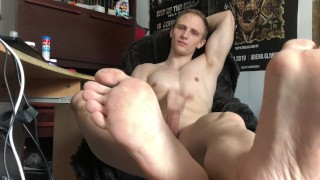 SNIFF AND LICK MY FEETS WHILE I MASTURBATE MY HUGE COCK – CHRIS WILD