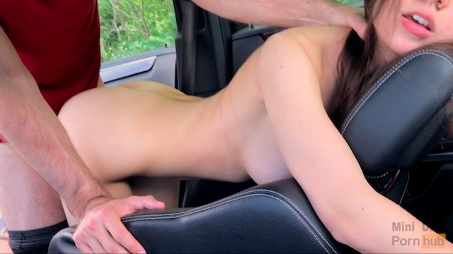 How do women like sex He fucked me hard during the trip right in the car - mini diva