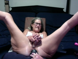 Hot milf gets her pussy licked shaved and...