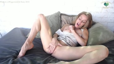 Peppermint Masturbating with a Dildo and Squirting Outside