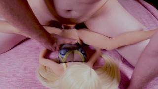 Stehende Mann fickt mit hünscher Puppe