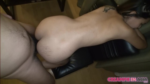 Cute Asian Teen with Nice Pussy (中出)creampied by Foreigner