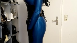 Sexy Latexdoll in blue Rubber Catsuit
