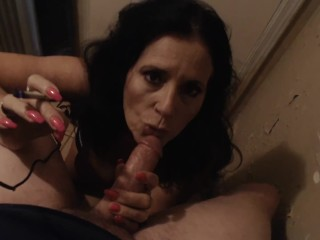 MATURE MOM smokes and gives blowjob in laundy room