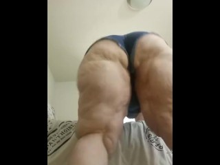 Booty shorts booty clapping...