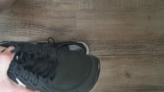 I cum in my girlfriends gym sneaker