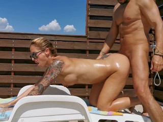 Horny amateur oil outdoor wetkelly...