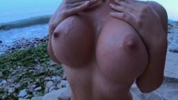 Você consegue resistir a este corpo nu na praia.. e anal?