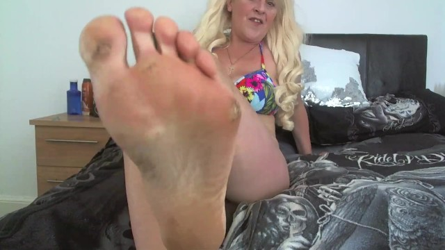 Stinky feet porn