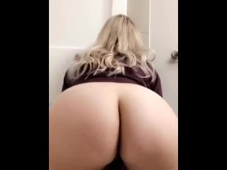 BLONDE FAT ASS BBW RIDES SMALL BLACK DILDO – SNAPCHAT TEASER