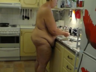 Jen does the dishes...