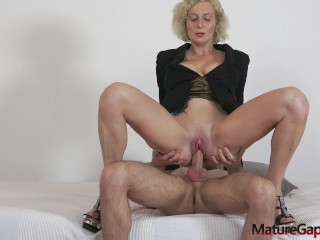 Sexy big busty MILF Kaylea Tocnell gets her pussy hard gaped and fucked