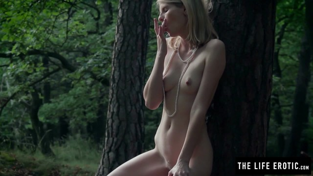 Drawing erotic life model nude Skinny girl fucks herself hard in the forest