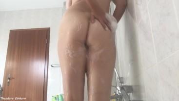 Amateur Girl shaves her pussy and ass - German Amateur - Theodora Einhorn