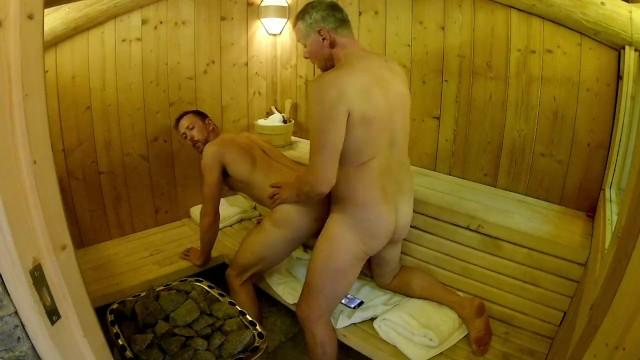 Nackt in sauna jungs Jungen Nackt