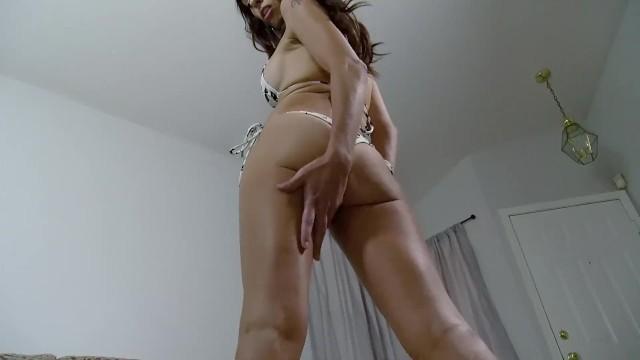Shrunk by a hot MILF! starring Eva Long 10