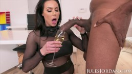 Jules Jordan – Big Tit MILF Star Kendra Lust Has A BBC Celebration