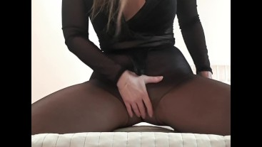 Black nylons peeing + stuffing in my ass and pussy