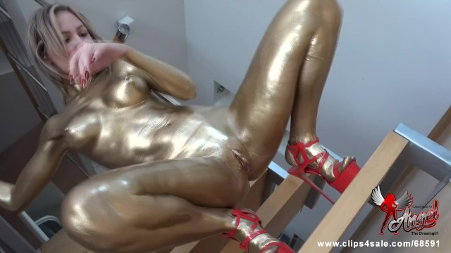 525 A Curious Girl Became a Frozen Golden Statue 4