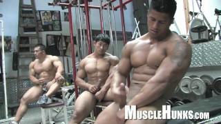Huge Bodybuilders wrestle & jack off (amazing muscle butts)