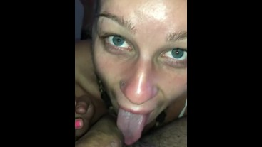 Amateur Teen- I suck , jerk off and swallow my BF before to go in the bed