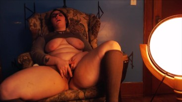 BBW orgasms to sensual lighting and music Quickie