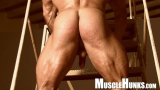 Muscle Daddy Supreme, Competitive bodybuilder showing off!