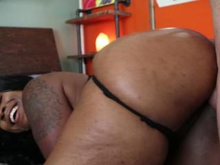 Ebony ms london twerks on dick...