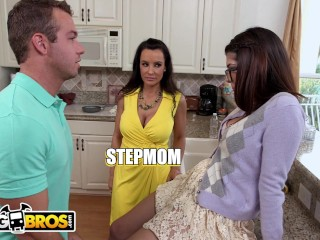 BANGBROS - Lucky Step Son Bangs His GF Ava Taylor & Stepmom Lisa Ann (21 Aug 2019)