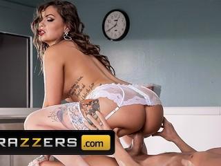 Brazzers - Busty nurse Karmen Karma gives sponge bath