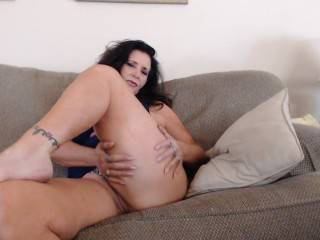 THICK THIGH fetish- thick mature thighs are made for squeezing cock (25 Aug 2019)