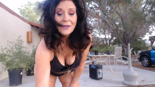 MATURE MOM shows off her thick thigh gap with dancing 21