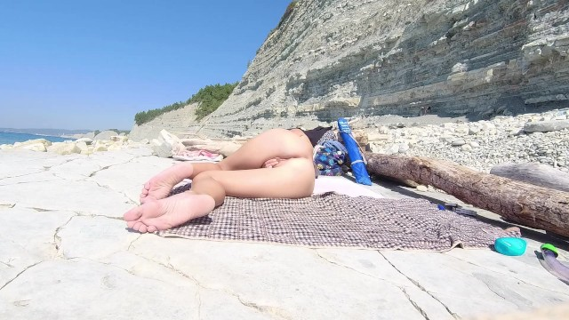 Girl nudist movies Naked girl on the beach. naked girl on the beach masturbates.