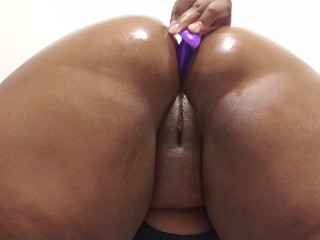 Using anal plug on my big ass for the first time