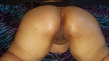 BBW with BIG BEAUTIFUL BOOTY loves her ass rubbed.