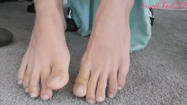 Nothing but naked Toes