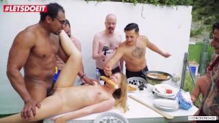 FORBONDAGE - Pool party bondage Neuken met Russische tiener Babe Selvaggia