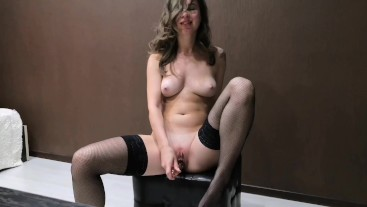 The wife was left alone at home and decided to play with her pussy