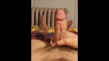 Bedtime Masturbation and Cumshot