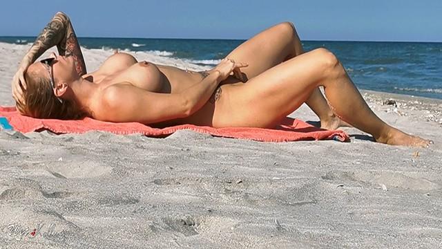 Caught Girl Masturbating On The Beach Wetkelly -1521